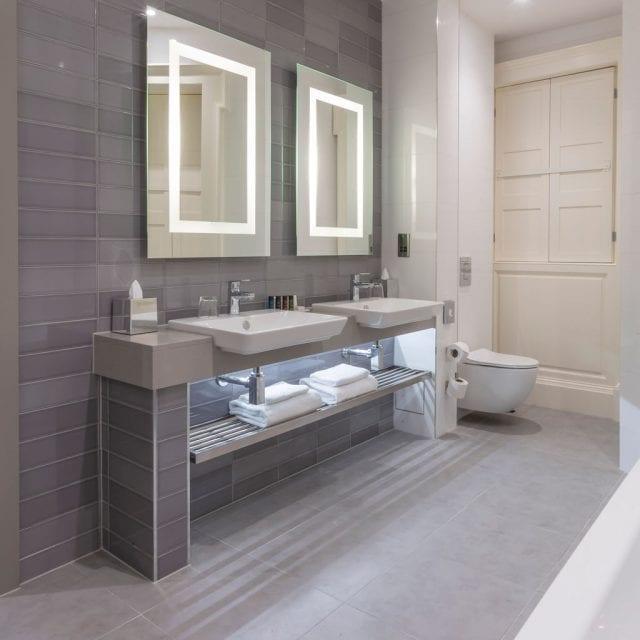 Clayton Hotel Superior room bathroom