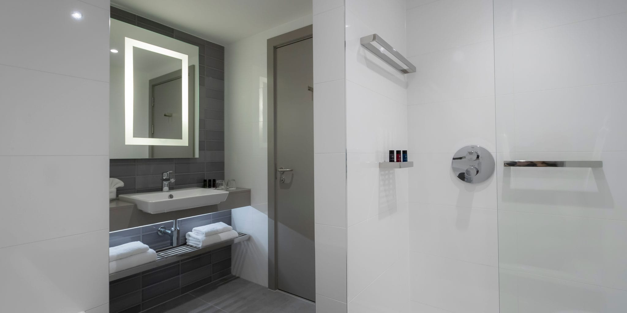 Bathroom in Charlemont hotel rooms